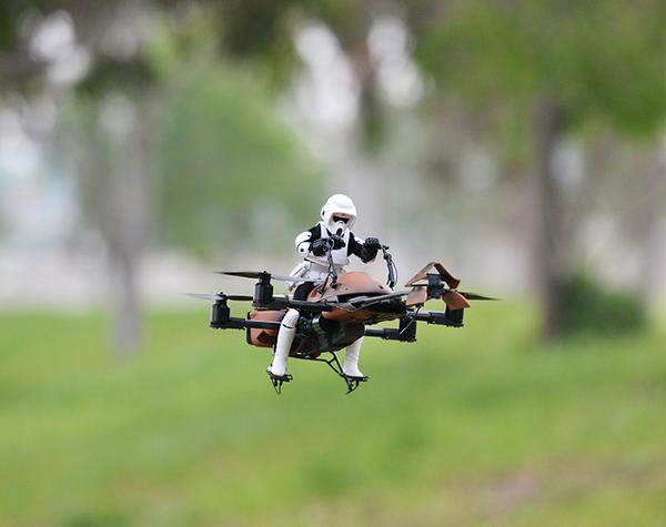Google工程师把 Speeder Bike 改造成摇控飞机
