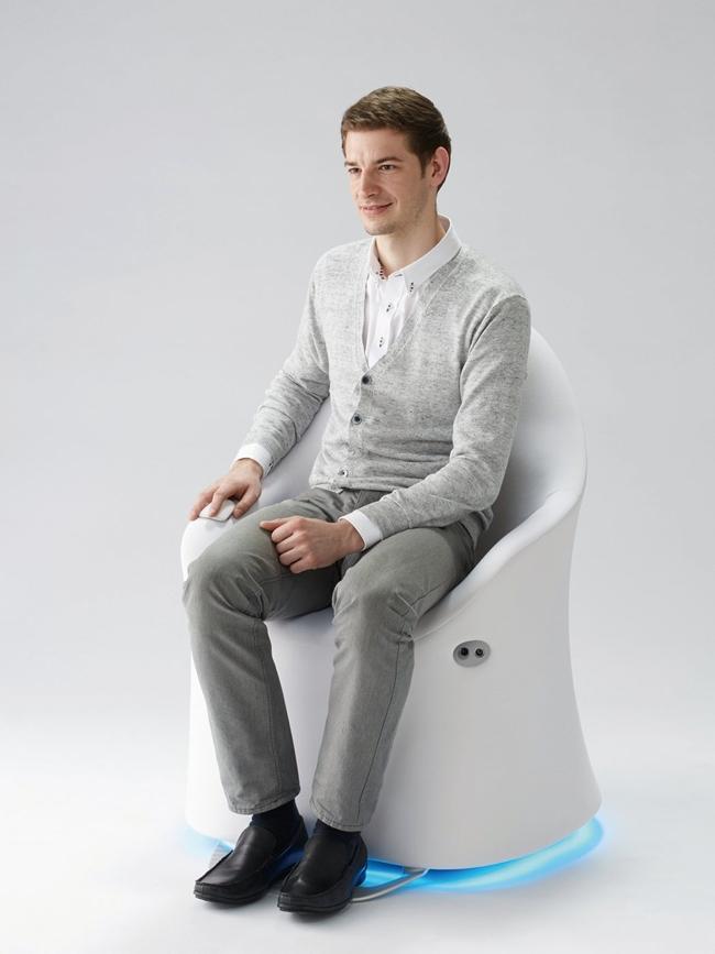 不再进退两难!ILY-I 智能移动椅将代步变成优雅小事