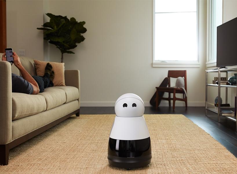 """会眨眼的""""kuri""""家居机器人,可以聆听主人的语音命令操控各种设备"""