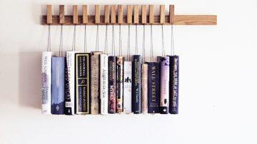 Wooden Book Rack把书本吊在木架上颠覆你对书架的印象!