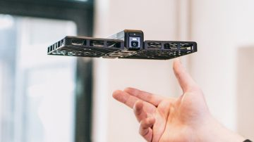 全球首款安全便携可折叠的跟拍无人机Hover Camera Passport