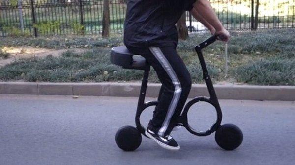 时速20公里,能折叠装进背包的电单车