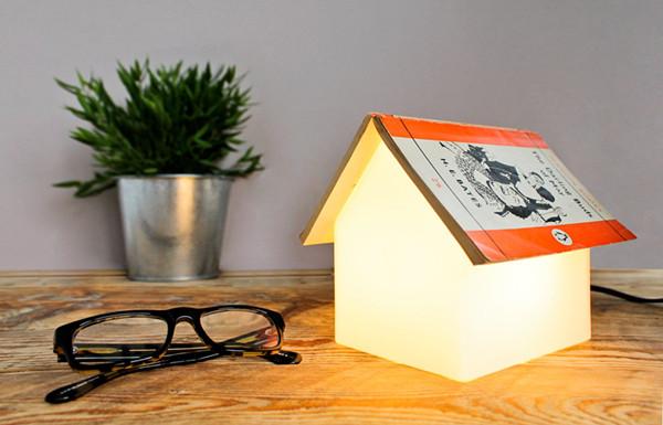 暖心的设计 :Bookrest Lamp 桌灯