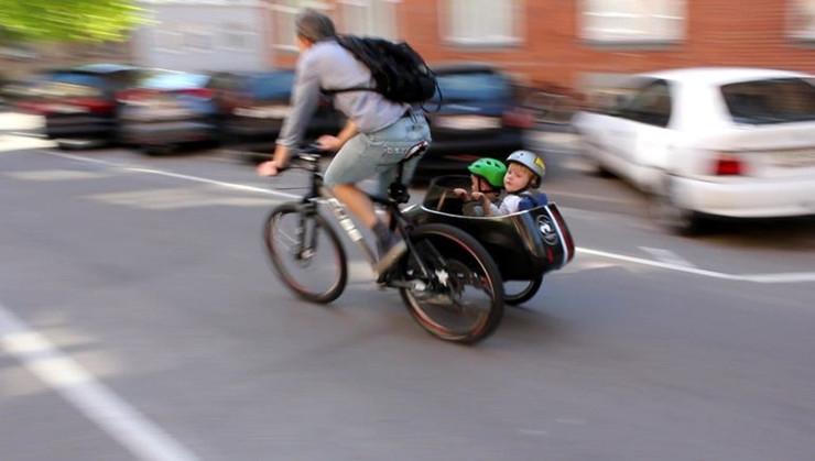 Sidecar:能与自行车连在一起的婴儿车