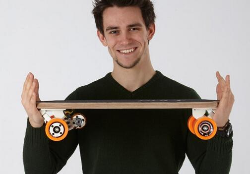Bolt智能电动滑板车