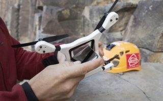 PhoneDrone Ethos:可以将闲置手机变身航拍无人机的设备