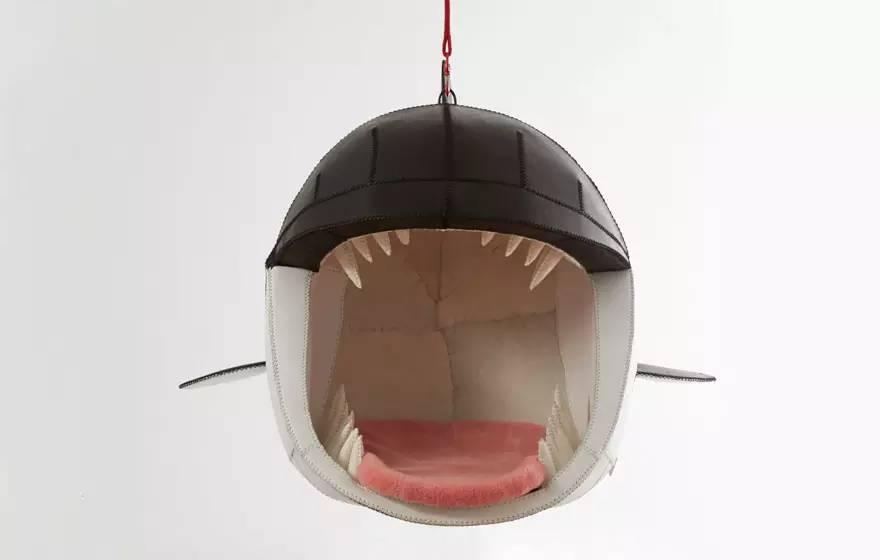 舒适地被深海怪物吃掉,数数大白鲨到底有多少颗蛀牙