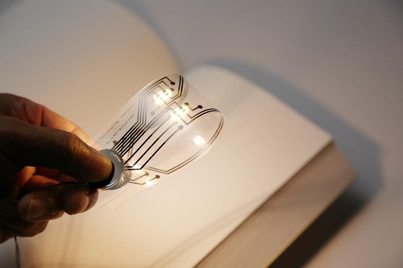 轻按按钮开关书签照明灯  再不用担心阅读打扰睡伴