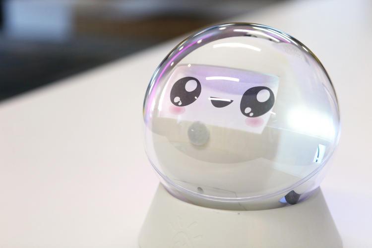这个萌萌哒的机器人可以让患自闭症的孩子活跃起来