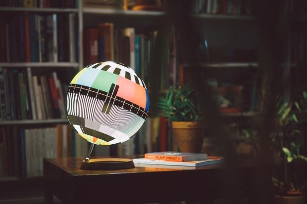 唤醒儿时的共同回忆,Mono Lamp电视信号测试图桌灯