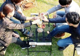 万用露营桌TEQUILA TABLE给你满满的野外用餐平台!