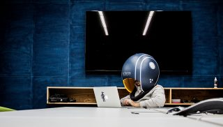 Helmfon头盔为你设立私人办公室