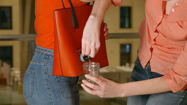 随时随地都能享受微醺的PortoVino红酒包,水龙头一开,红酒流出来!