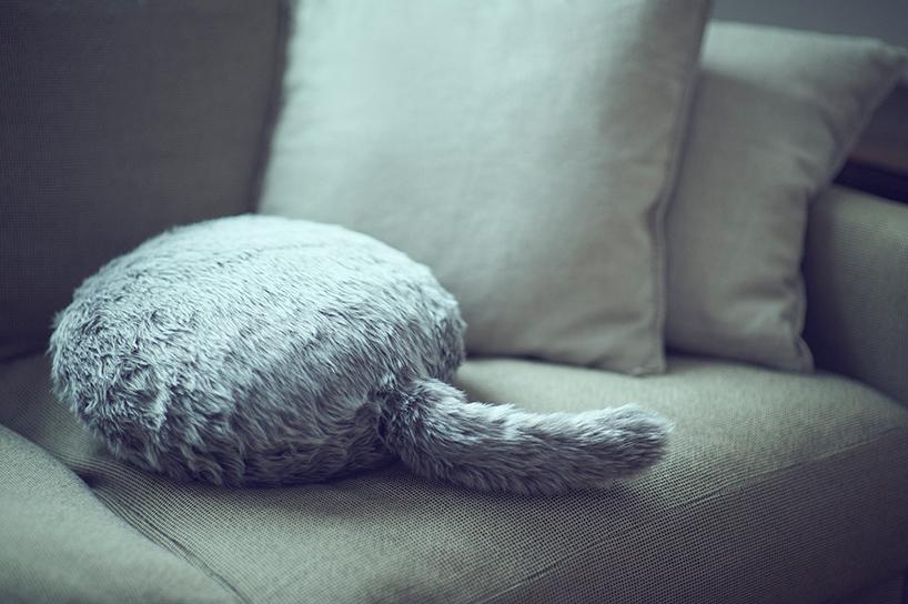 会摇尾巴的机器靠枕qoobo 假装自己有宠物