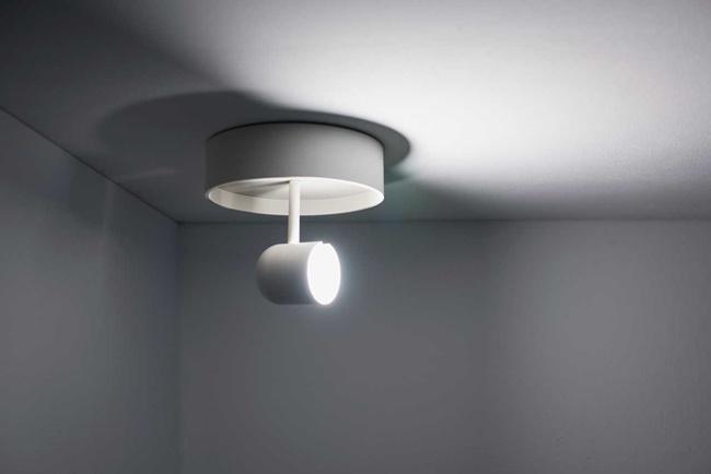 可旋转的 Concierge Lamp 房门灯,光的方向随你摆布