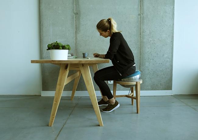 上班扭腰摆臀?360 度旋转的平衡椅 OVINI