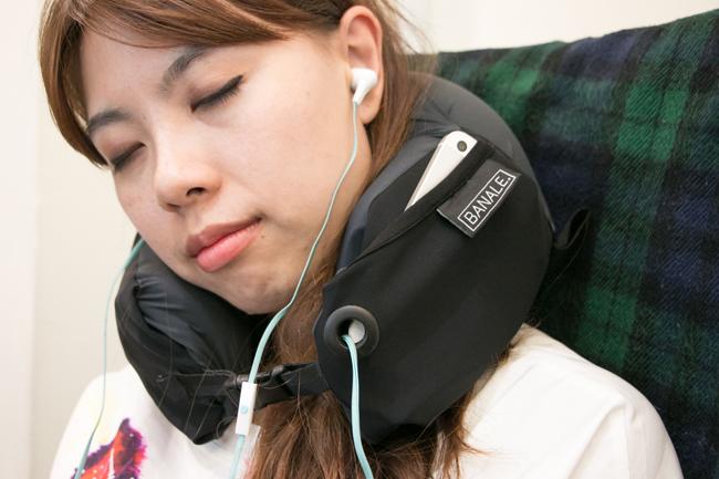 是颈枕、午睡枕、也是保洁枕!超万用的 OMNI Pillow 时尚旅枕