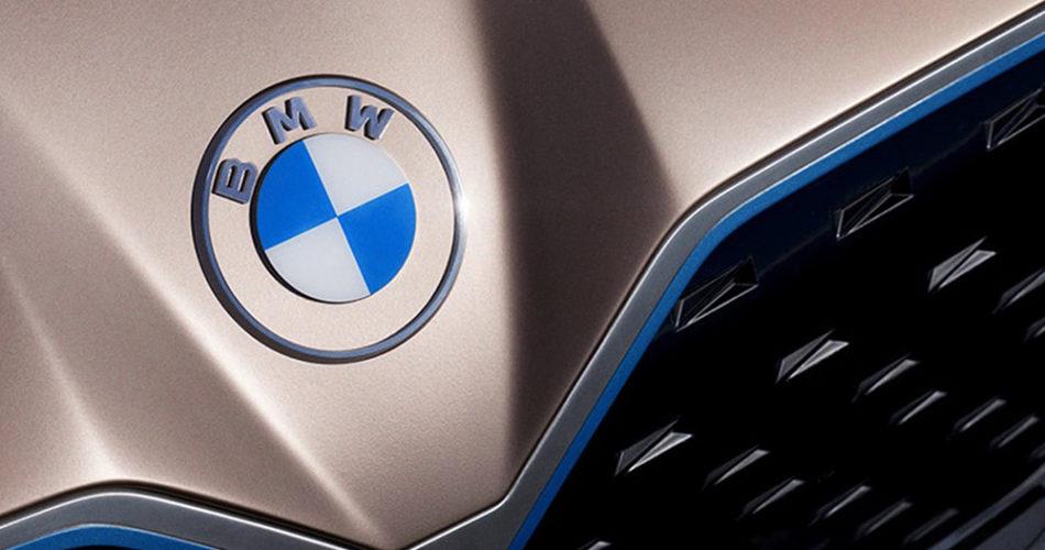 BMW 全新扁平化 logo 设计公布!黑圆框改为透明、白色字样,号称百年车厂最大变革